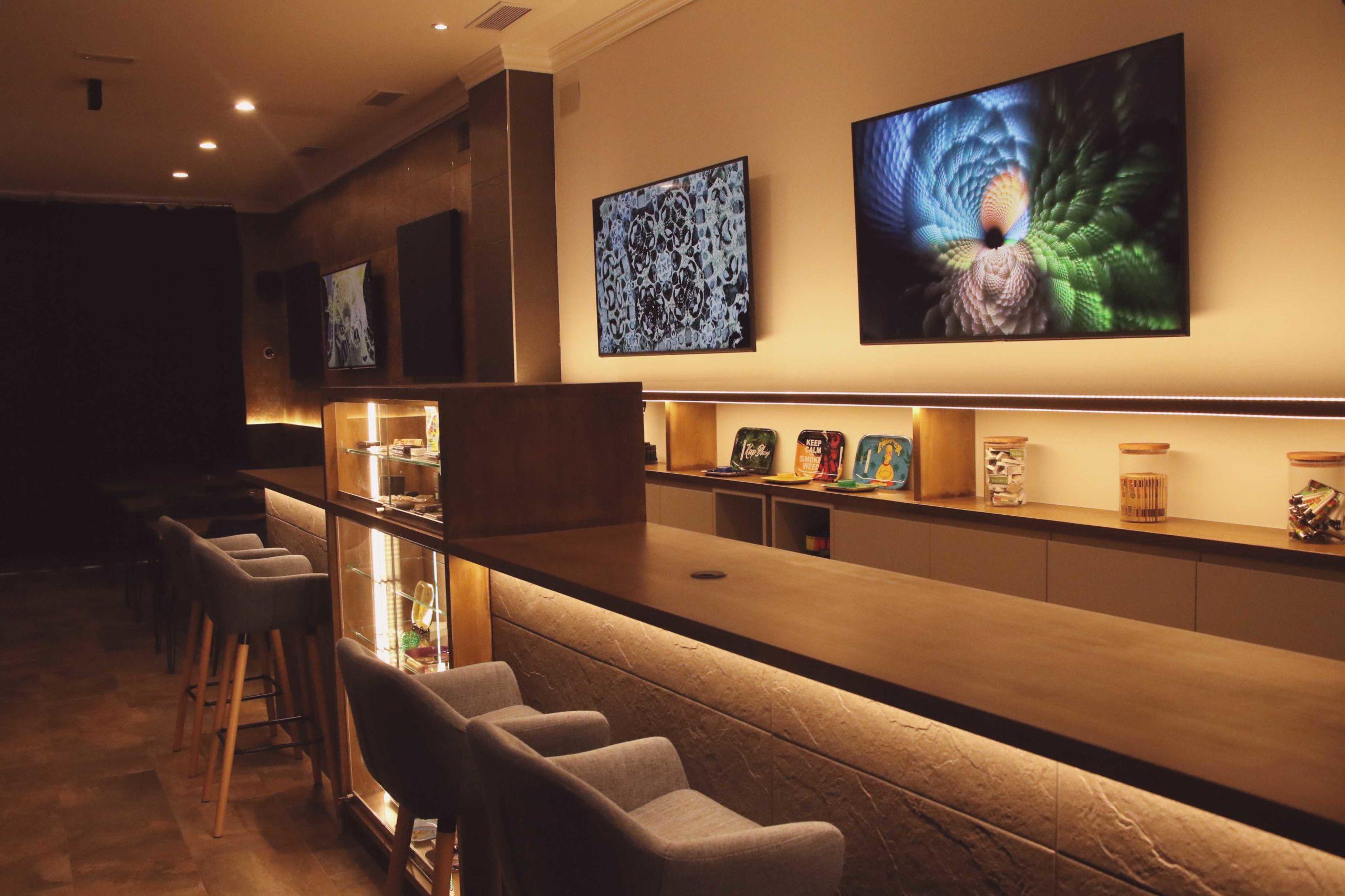 barcelona coffeeshop bar with screens on the wall